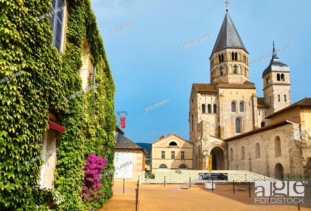 Imagen: Cluny Abbey, Cluny, Saone-et-Loire Department, Burgundy Region, Maconnais Area, France, Europe.
