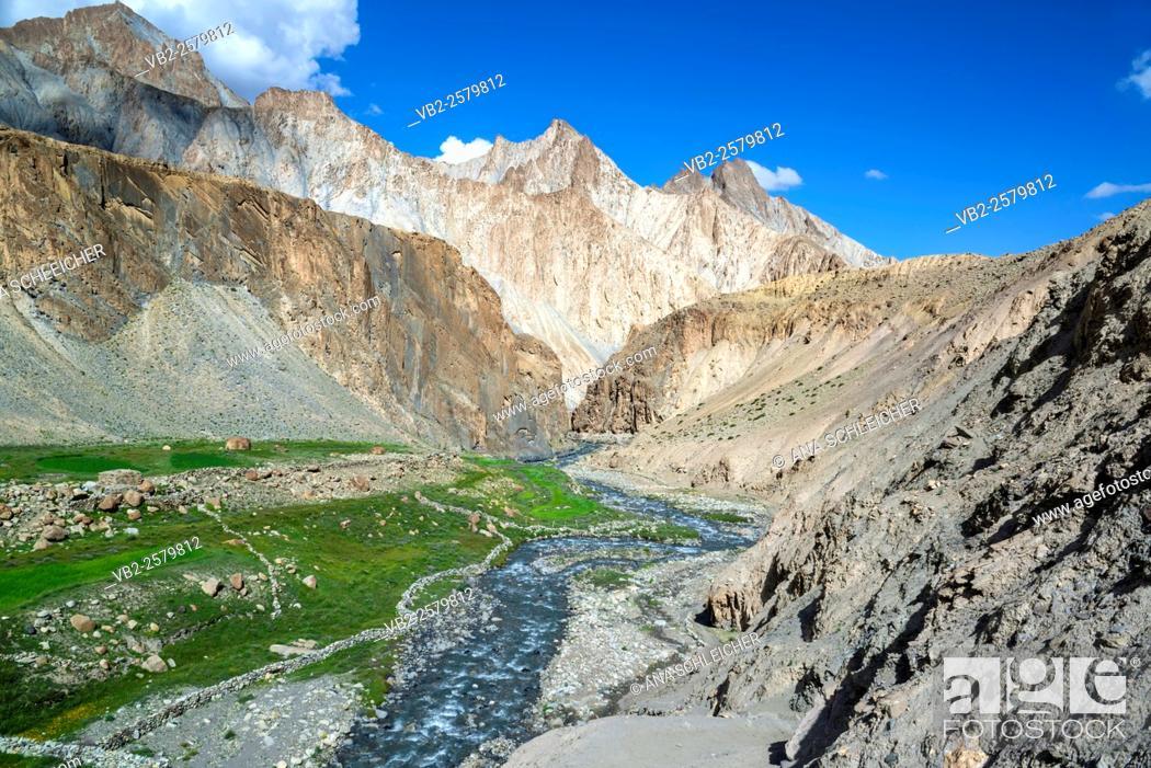 Stock Photo: Markha river. Trekking in Markha valley (Laddakh, India).