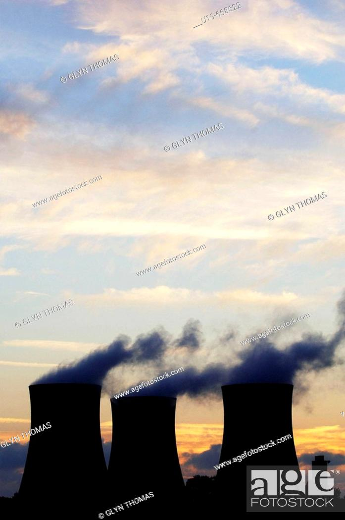 Stock Photo: Cooling towers at Didcot power station, England, Uk.