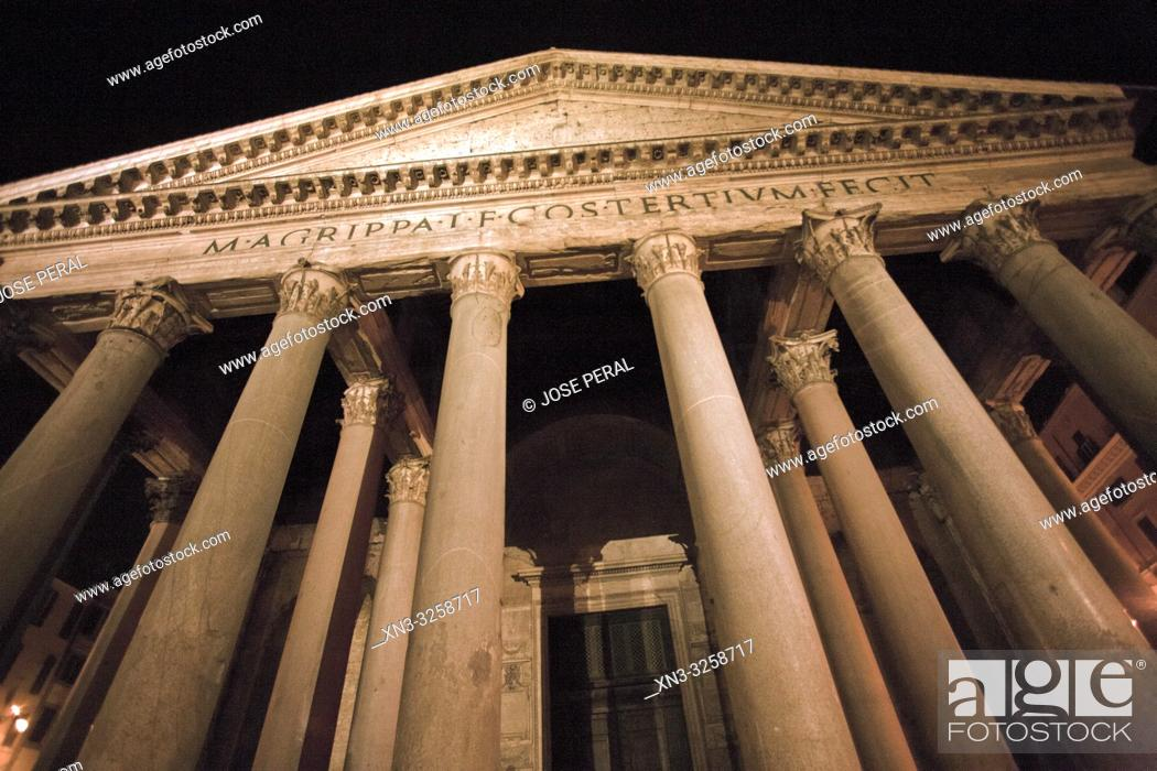 Imagen: Pantheon, Roman temple with Corinthian columns, Piazza della Rotonda square, Rome, Lazio, Italy, Europe.