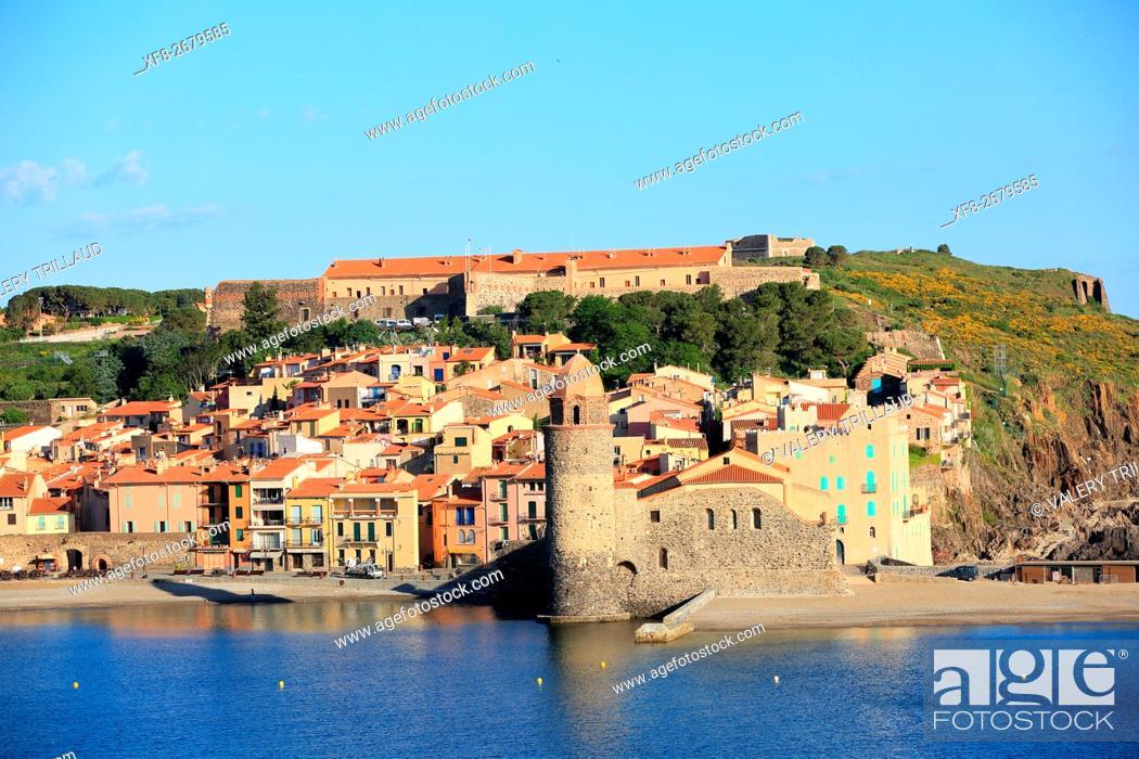Stock Photo: The village of Collioure, Côte Vermeille, Pyrennees orientales, Languedoc Roussillon, France.