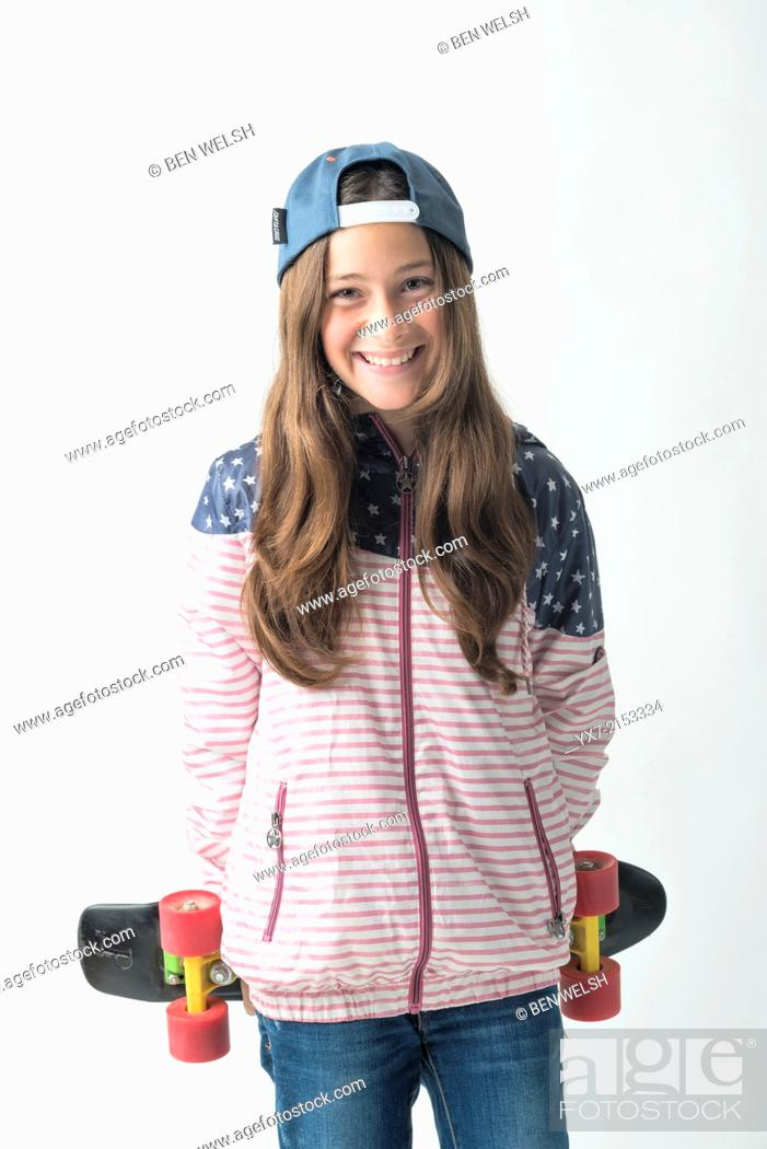 Imagen: Happy girl with a skateboard.