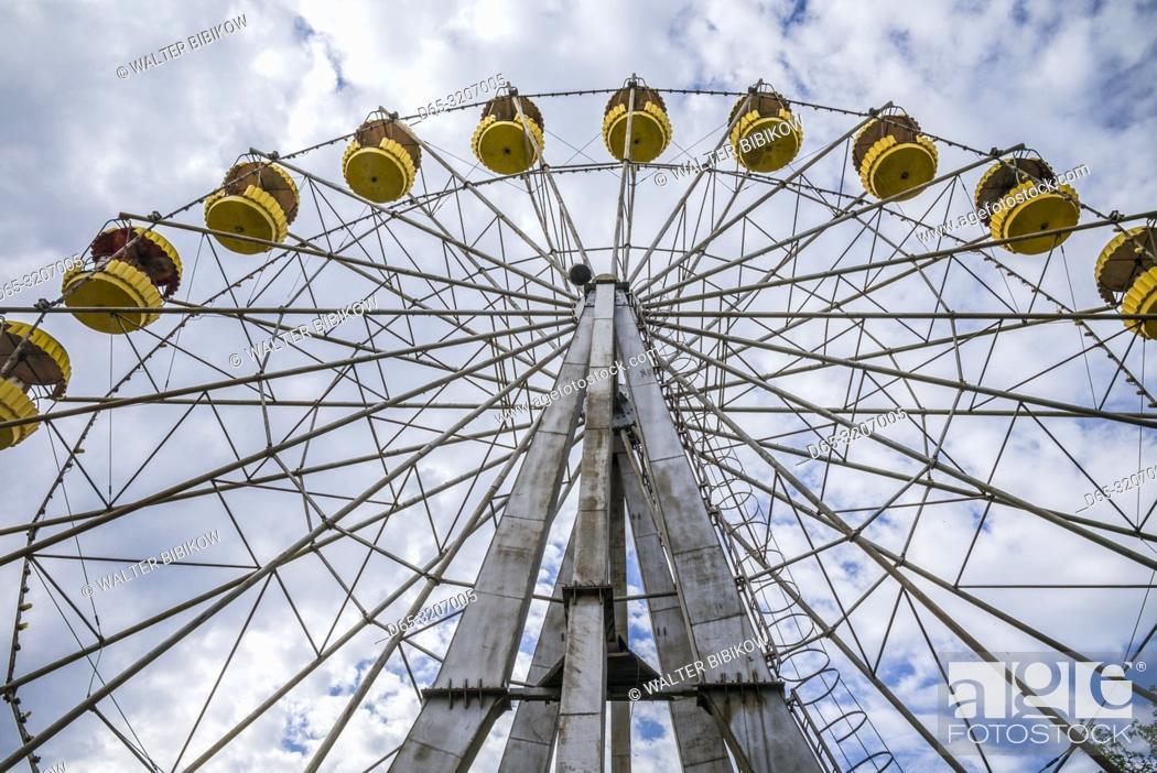 Imagen: Armenia, Yeghegnadzor, amusement park, ferris wheel.