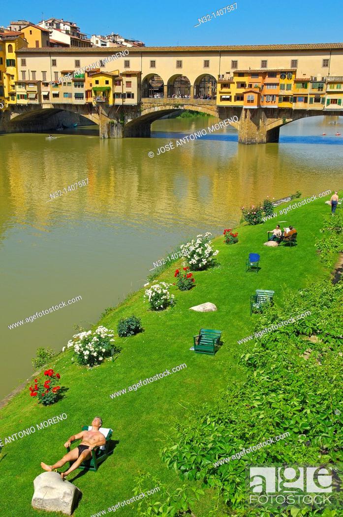 Stock Photo: Ponte Vecchio over Arno River, Florence, Tuscany, Italy.