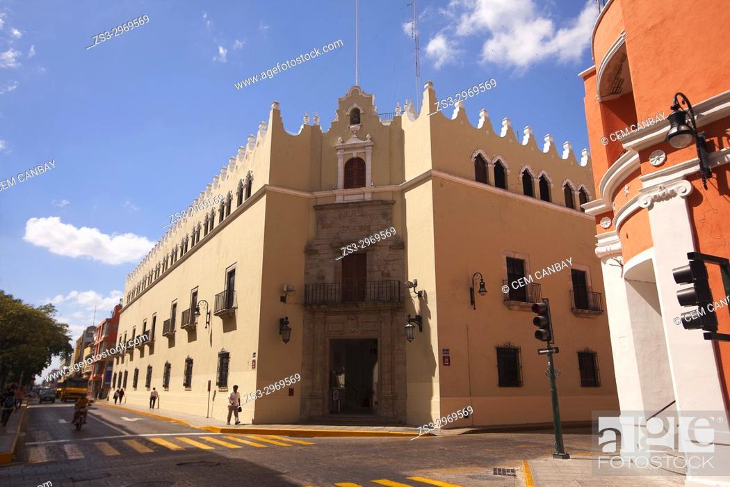 Stock Photo: Vew to the Univercity Of Yucatan-Universidad De Yucatan in the historic city center, Merida, Yucatan State, Mexico, Central America.
