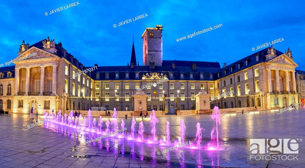 Stock Photo: Palais des Ducs et des Etats de Bourgogne, Place de la Liberation, Dijon, Côte d'Or, Burgundy Region, Bourgogne, France, Europe.