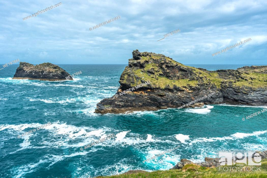 Imagen: Warren point at the entrance of Boscastle Harbour in North Cornwall, England, UK.