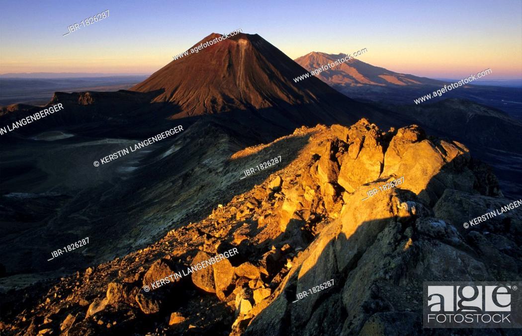 Stock Photo: Mount Ngauruhoe and Mount Ruapehu, active volcanoes of the North Island of New Zealand, Tongariro National Park Ruapehu District, Manawatu-Wanganui.