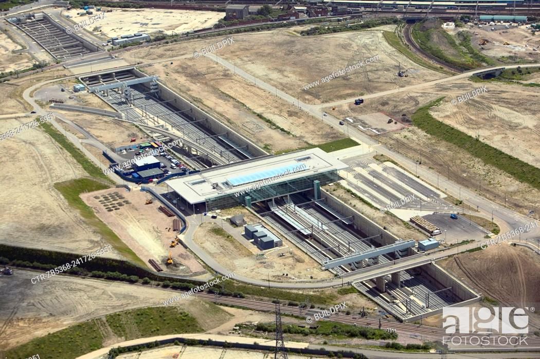 Photo de stock: Aerial view of Stratford International DLR rail station under construction at the heart of the Olympic Park, Stratford, London, UK. 22nd of June 2007.