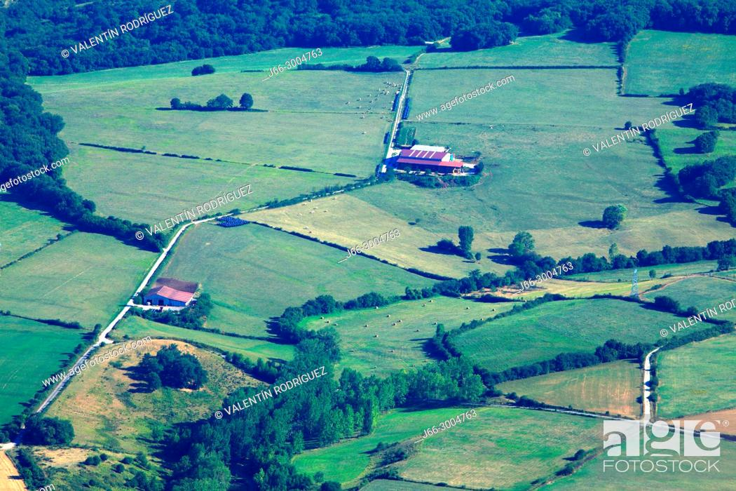 Imagen: View of the Arakil river valley from San Miguel de Excelsis. Natural park Sierra Aralar. Navarra.