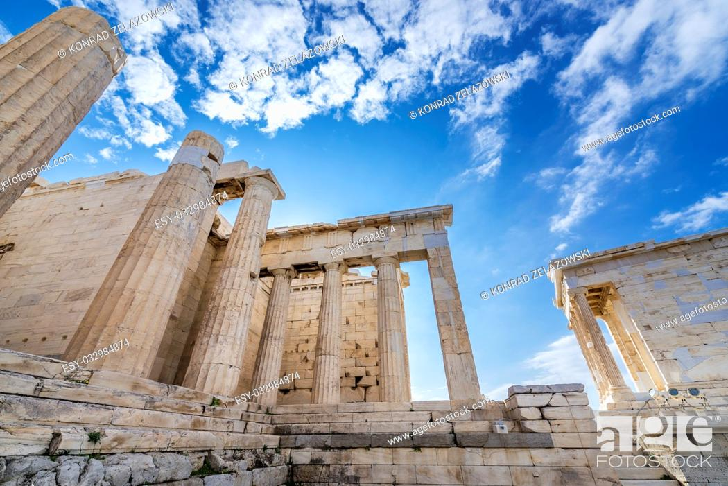 Photo de stock: Monumental gateway called Propylaea, entrance to the top of Acropolis of Athens city, Greece. Temple of Athena Nike on right.