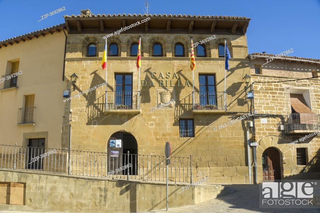 Imagen: Murillo de Gallego village in Huesca Aragon Spain on August 19, 2020 The city hall.