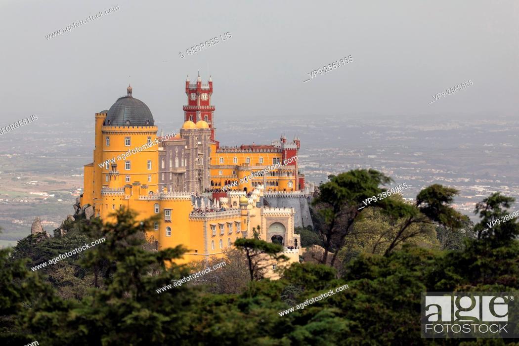 Imagen: Pena Castle palace colours Sintra Portugal.