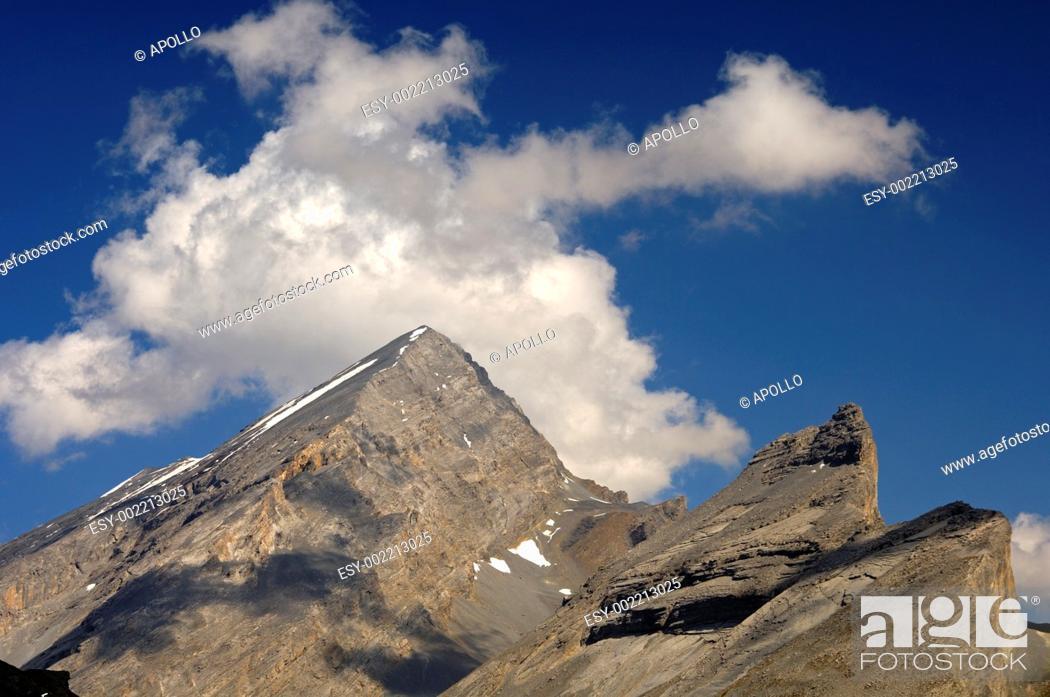 Stock Photo: Mt  Rinderhorn and Mt  Plattenhoerner, Bernese Alps, Switzerland.