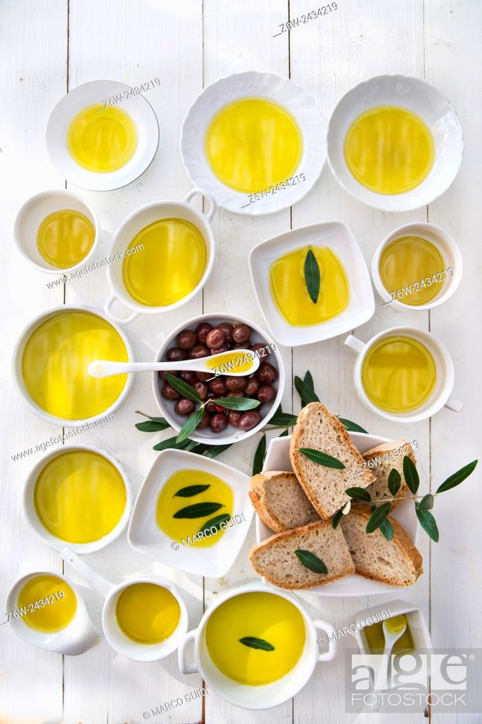 Stock Photo: Presentation of wholemeal bread and olives with olive oil.