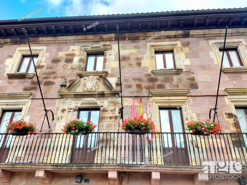 Imagen: Baztán town hall, Elizondo village, Baztan valley, Navarre, Spain.