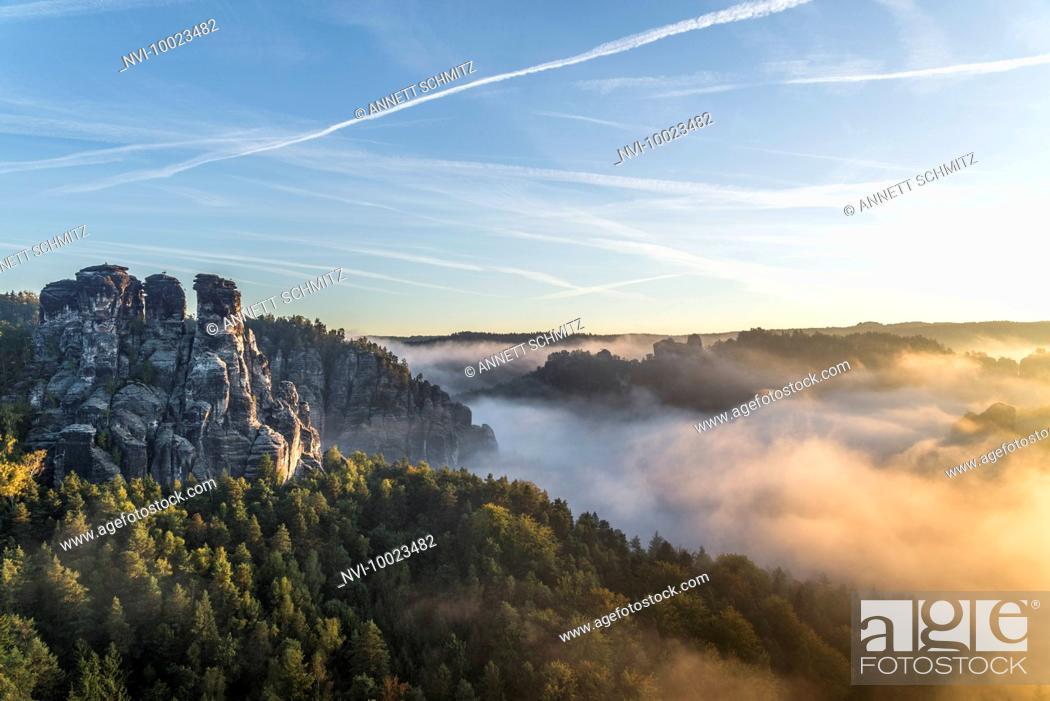 Stock Photo: Kleine Gans rock at sunrise, Elbe Sandstone Mountains, Saxony, Germany.