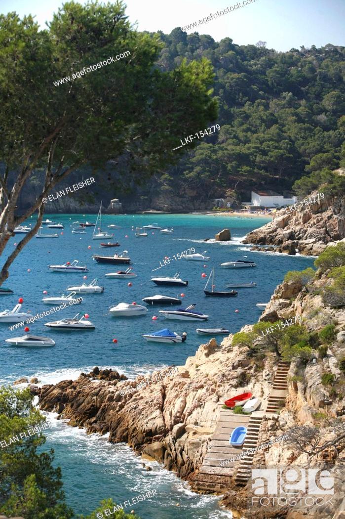 Imagen: Boats, Aiguablava, Costa Brava, Catalonia, Spain.