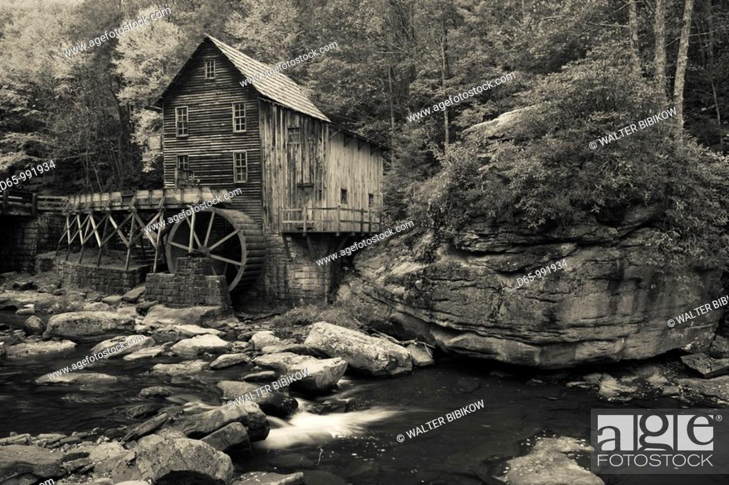 Stock Photo: USA, West Virginia, Clifftop, Babcock State Park, The Glade Creek Grist Mill, autumn.