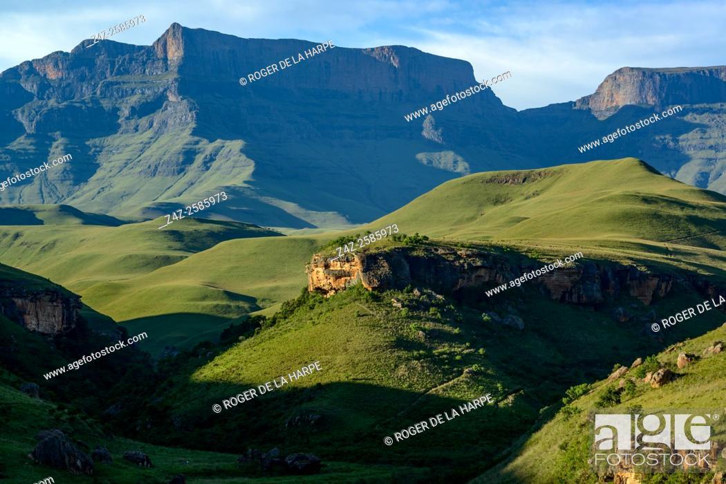Imagen: Giant's Castle Peak. Giant's Castle Game Reserve. Ukhlahlamba Drakensberg Park. KwaZulu Natal. South Africa.