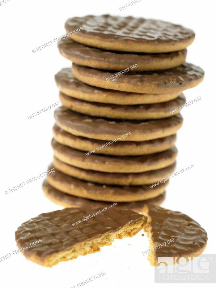 Imagen: Stack of Chocolate Biscuits with one broken in half.