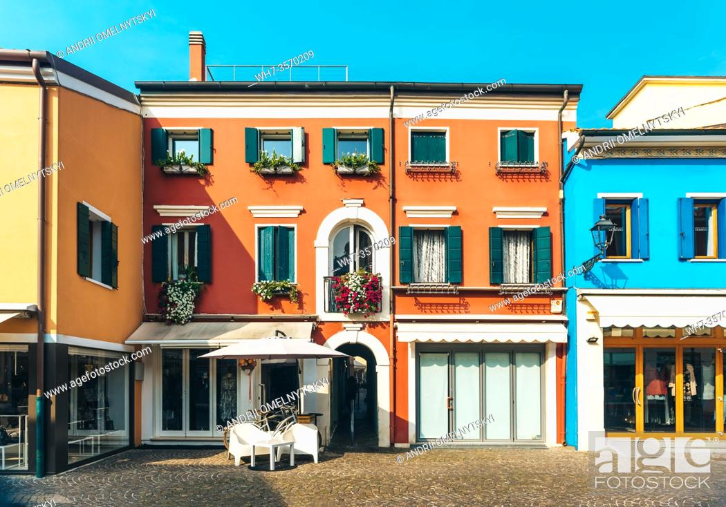 Imagen: Tourist district of the old provincial town of Caorle in Italy on the Adriatic coast.