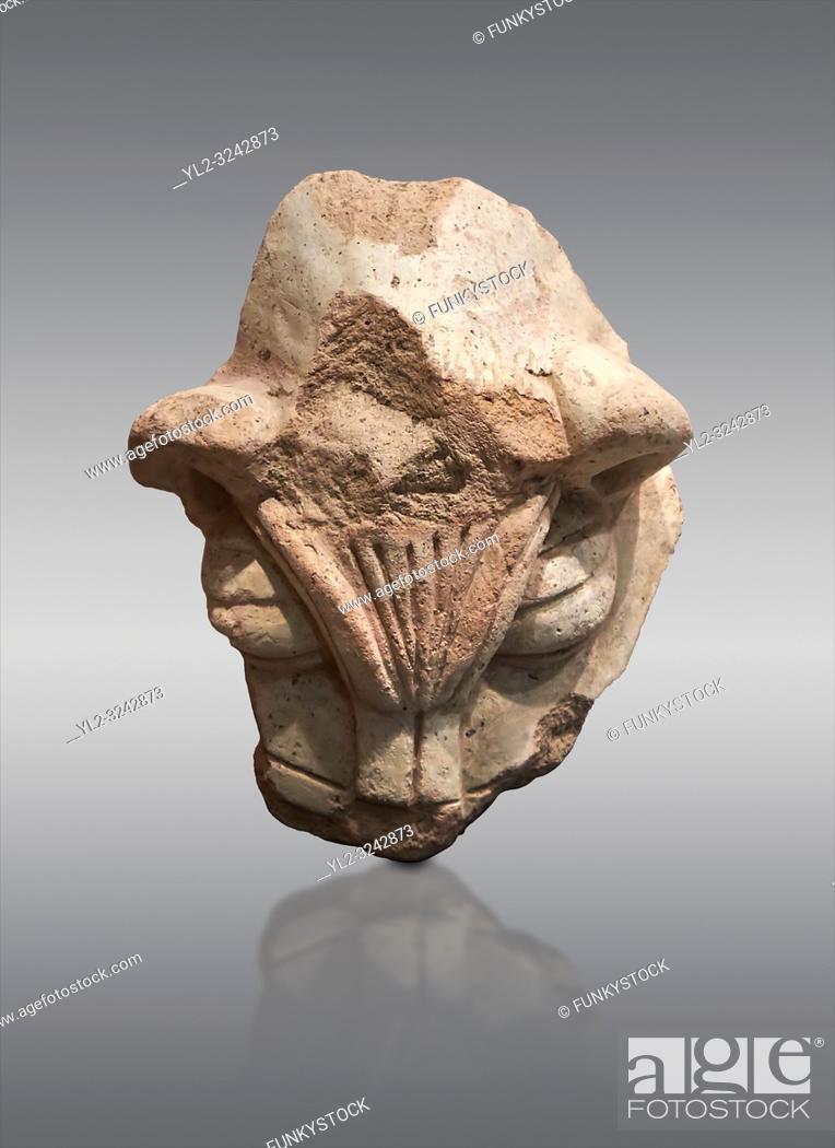 Photo de stock: Hittite terra cotta head of a lion. Hittite Period 1650 - 1450 BC, Ortakoy Sapinuva . Çorum Archaeological Museum, Corum, Turkey.