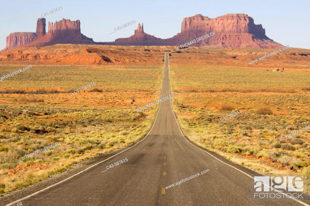 Stock Photo: One of the most famous images of the Monument Valley is the long straight road (US 163) leading across flat desert towards sandstone buttes and pinnacles of.