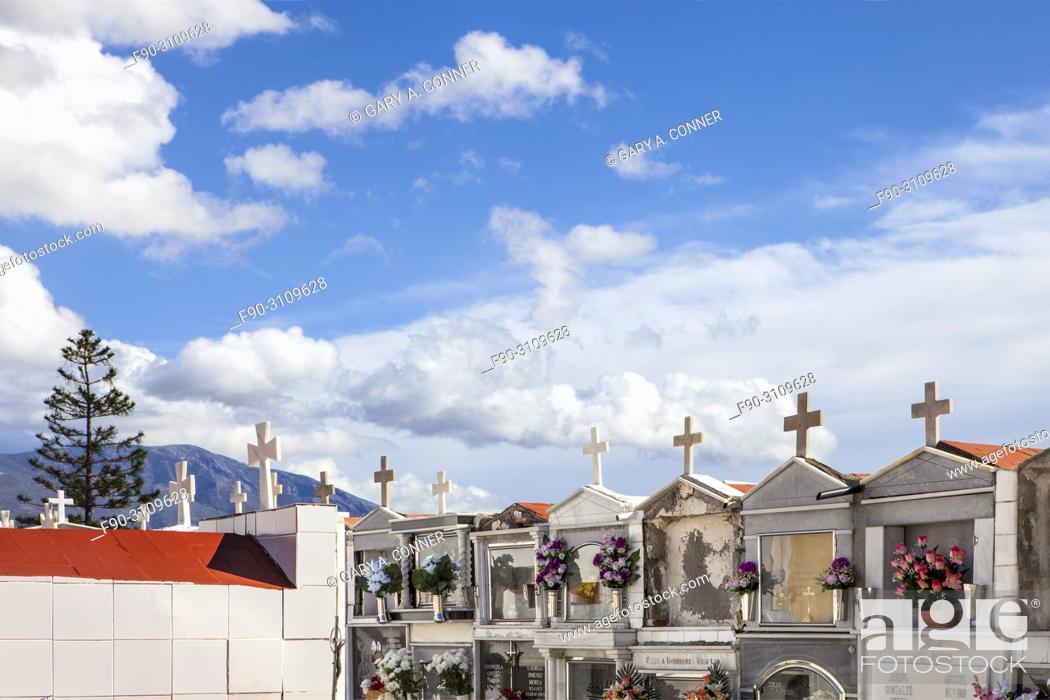 Imagen: Mausoleums at Cemetery on Dia de Todos los Santos (All Saints' Day), in Salobreña, Granada, Spain.