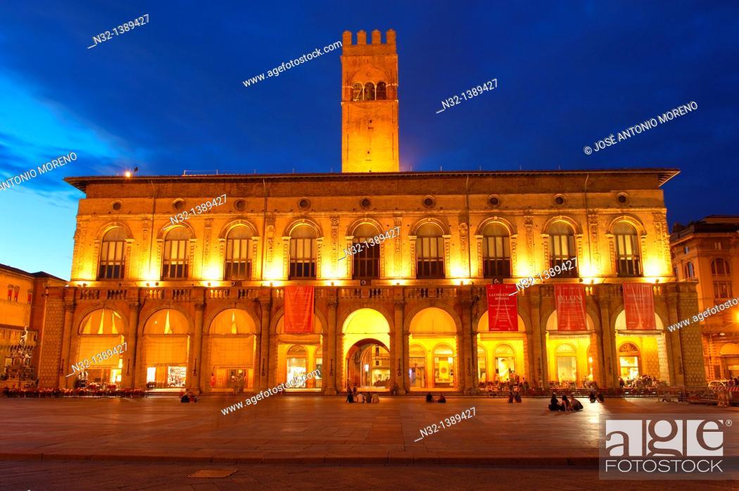 Stock Photo: Palazzo del Podestà, Piazza Maggiore main square, Bologna, Emilia-Romagna, Italy.