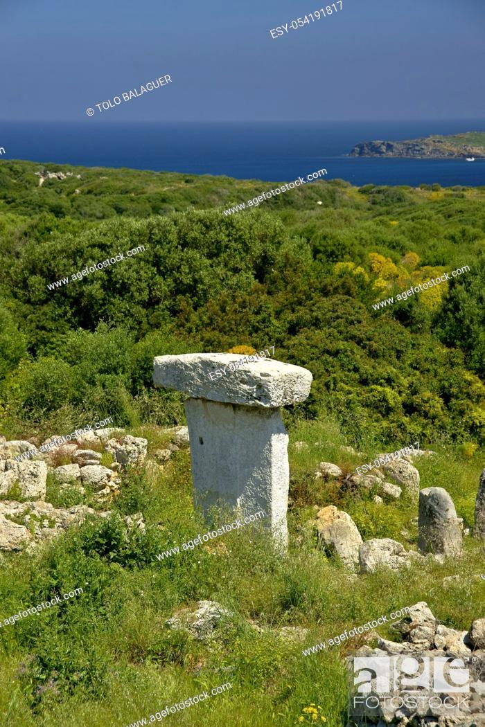 Stock Photo: Taula de Sa Torreta (Torre Blanca). Parc natural de s' Albufera des Grau. Menorca. Reserva de la Bioesfera. Illes Balears. España.
