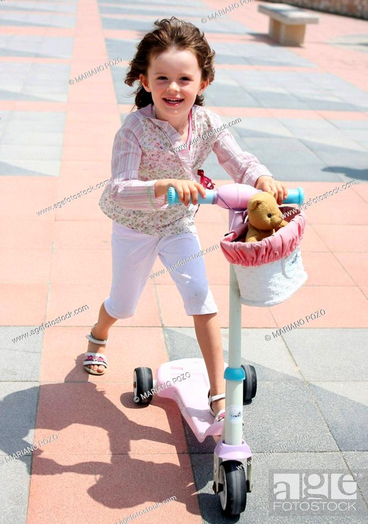 Stock Photo: 5 years old girl smiling.