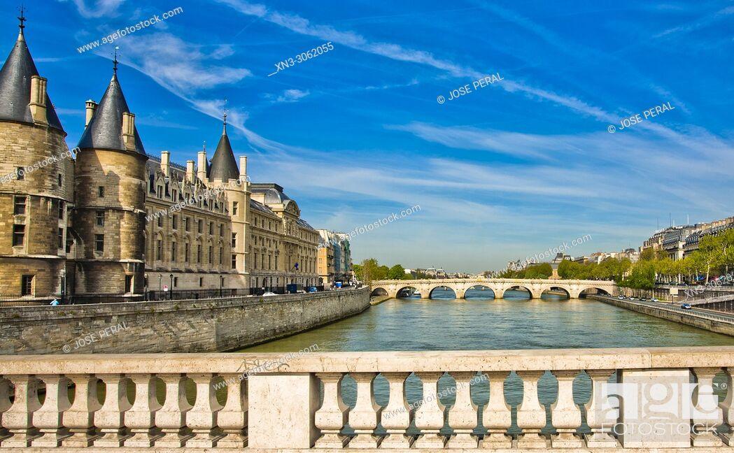 Imagen: Conciergerie Palace, from Pont au Change bridge, Île de la Cité, River Seine, Paris, France, Europe.