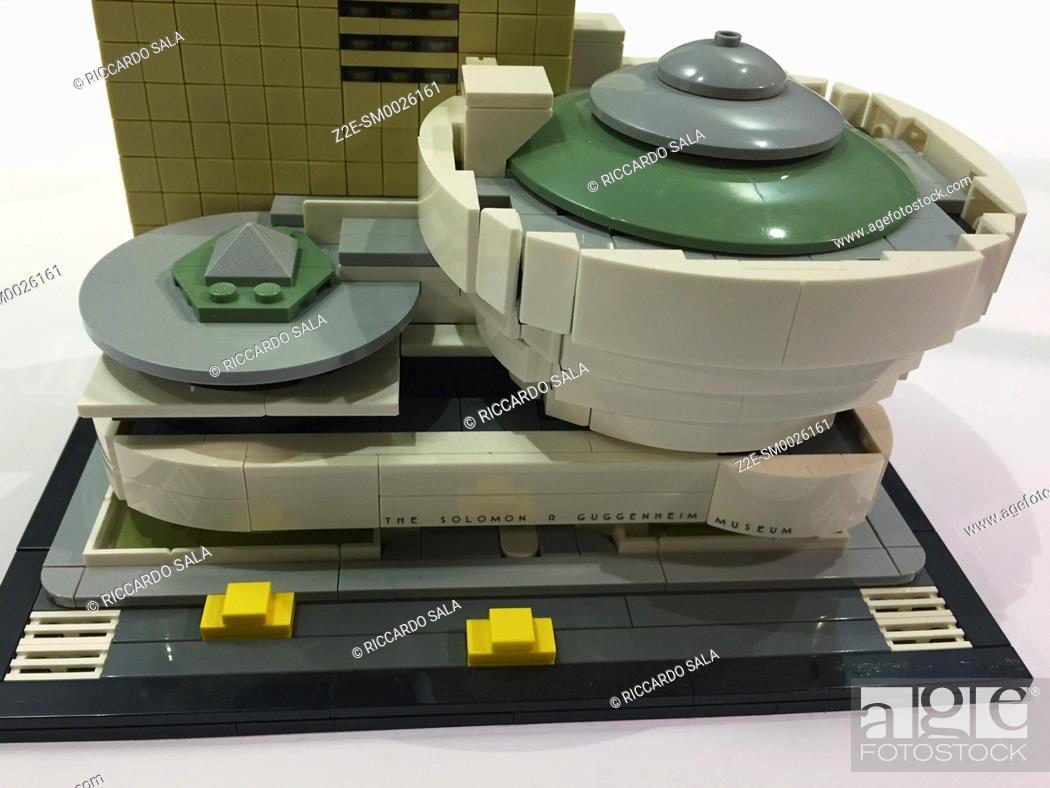 Imagen: The Solomon R. Guggenheim Museum, made of Lego bricks. . . .