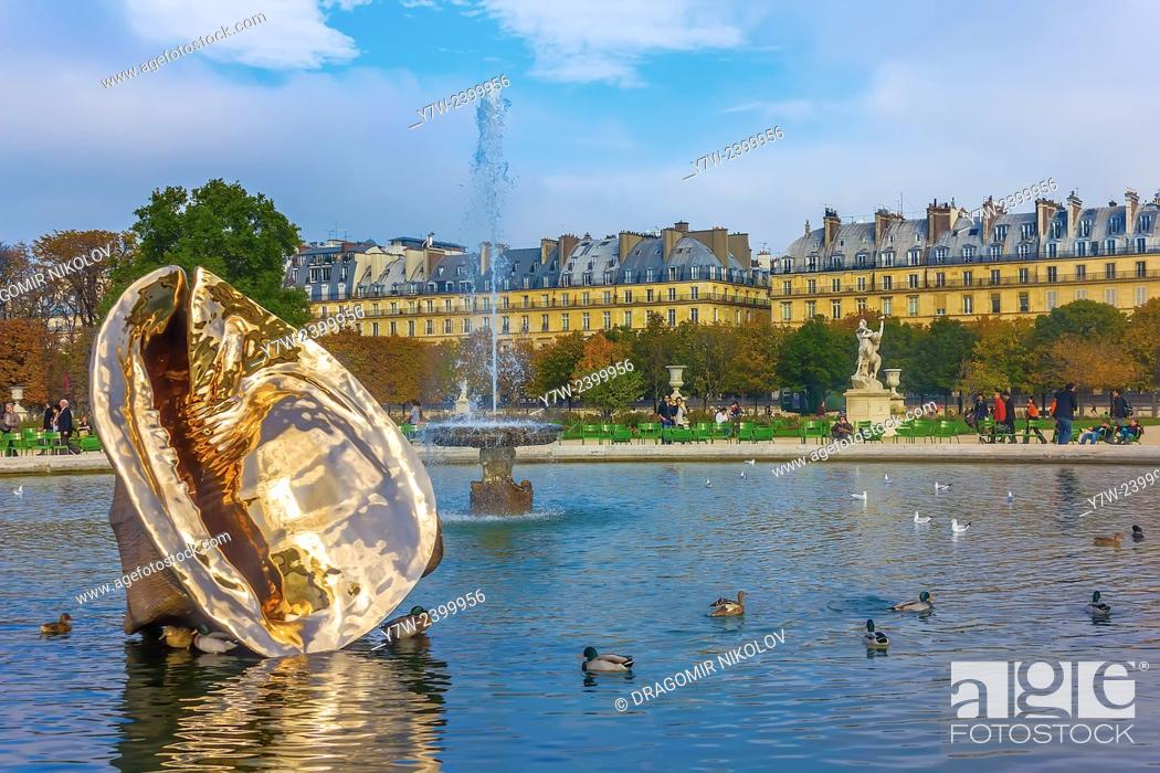 Stock Photo: Paris, France - 23 October, 2012: The Tuileries Garden of the Louvre Museum in Paris. The former royal palace and the world's most visited museum.