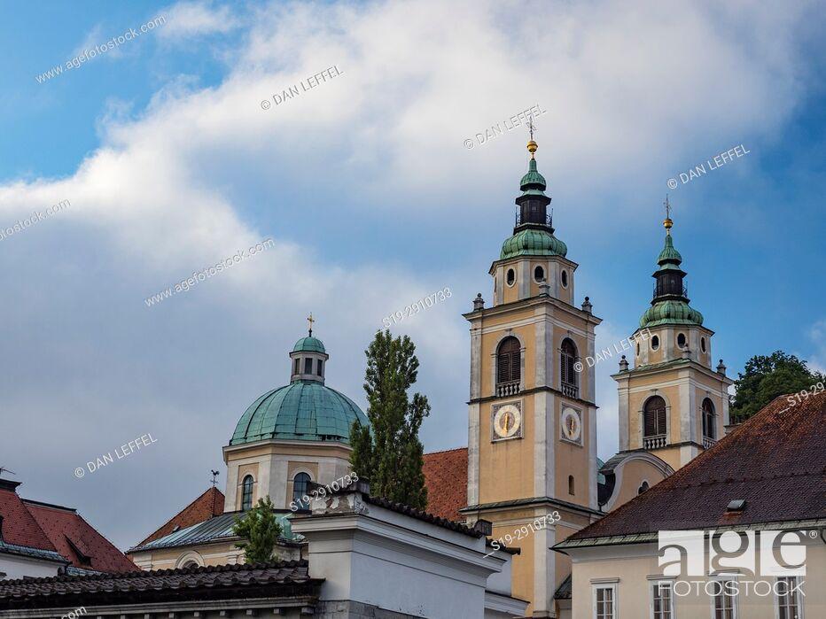 Imagen: Slovenia Ljubljana Cathedral Spires.