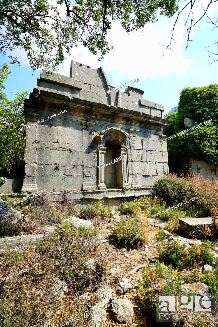 Imagen: Gymnasium of Termessos. The unexcavated Pisidian city. Ancient Greece. Asia Minor. Turkey.
