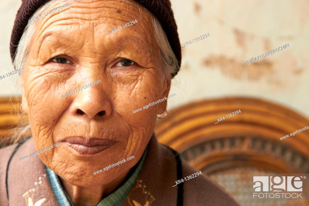 Stock Photo: Taoist Temple Women, Mountain Weibaoshan, Weishan, Dali Bai Autonomous Prefecture, Yunnan, China.