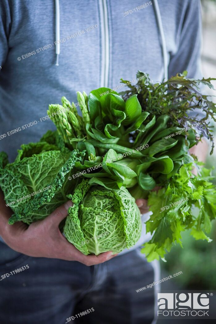 Photo de stock: Green superfood vegetables: cabbage, asparagus and salad leaves.