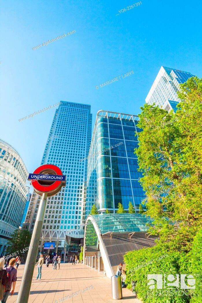 Stock Photo: Modern architecture, Skyscrapers, Canary Warf, Docklands, London, England.