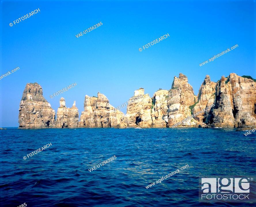 Stock Photo: ocean, island, sea, landscape, scenery, sky.