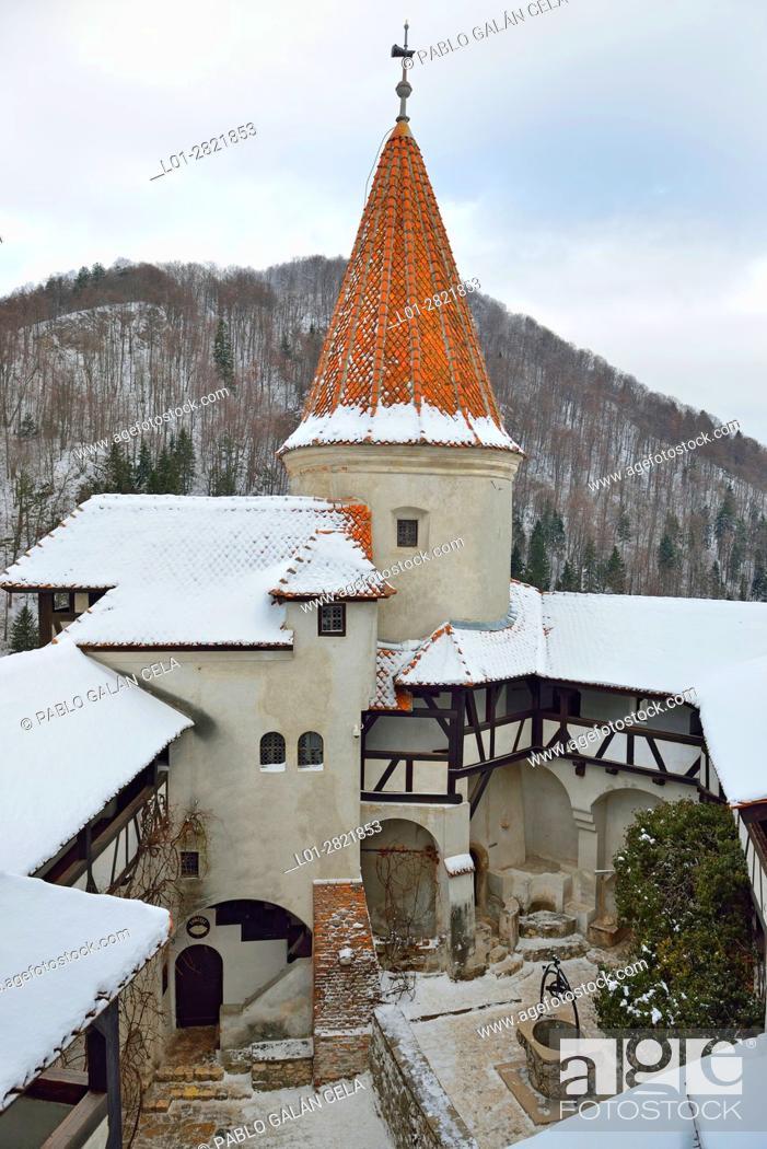 Imagen: Bran Castle, courtyard. Romania.