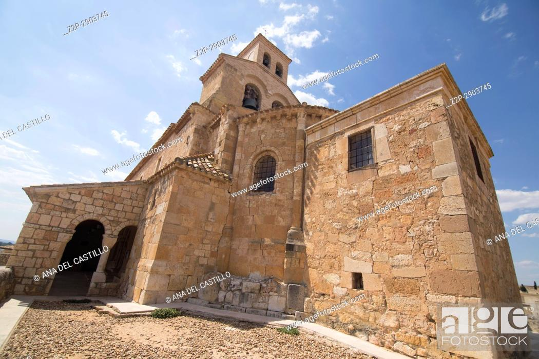 Imagen: Our Lady of Rivero church in San Esteban de Gormaz village Soria province Castile Leon Spain on June 11, 2017.