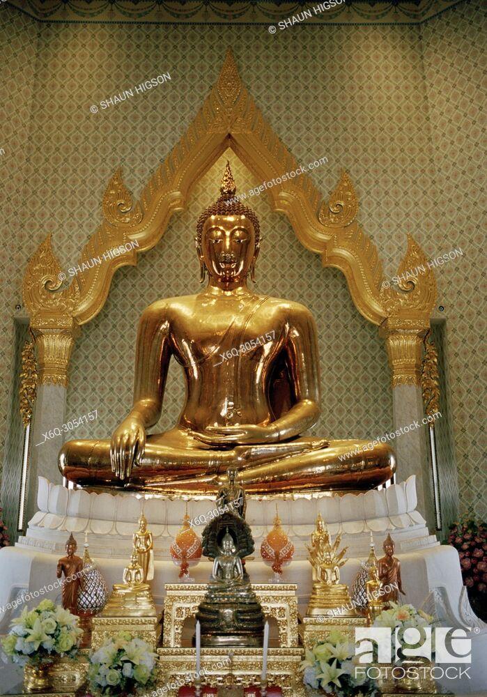 Stock Photo: The Golden Buddha in Wat Traimit in Bangkok in Thailand in Southeast Asia Far East. Phra Phutta Maha Suwana Patimakon.