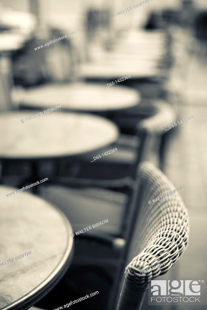 Stock Photo: France, Midi-Pyrenees Region, Haute-Garonne Department, Toulouse, cafe tables.