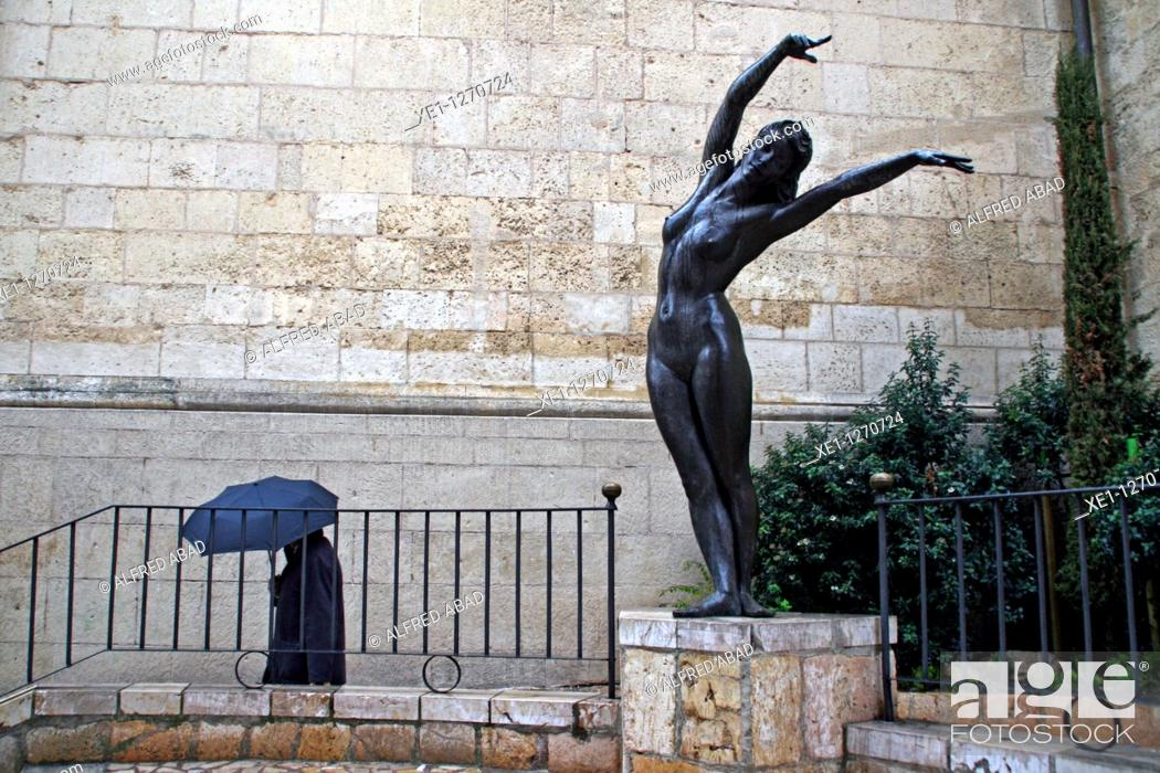 Stock Photo: Urban sculpture, Reus, Catalonia, Spain.