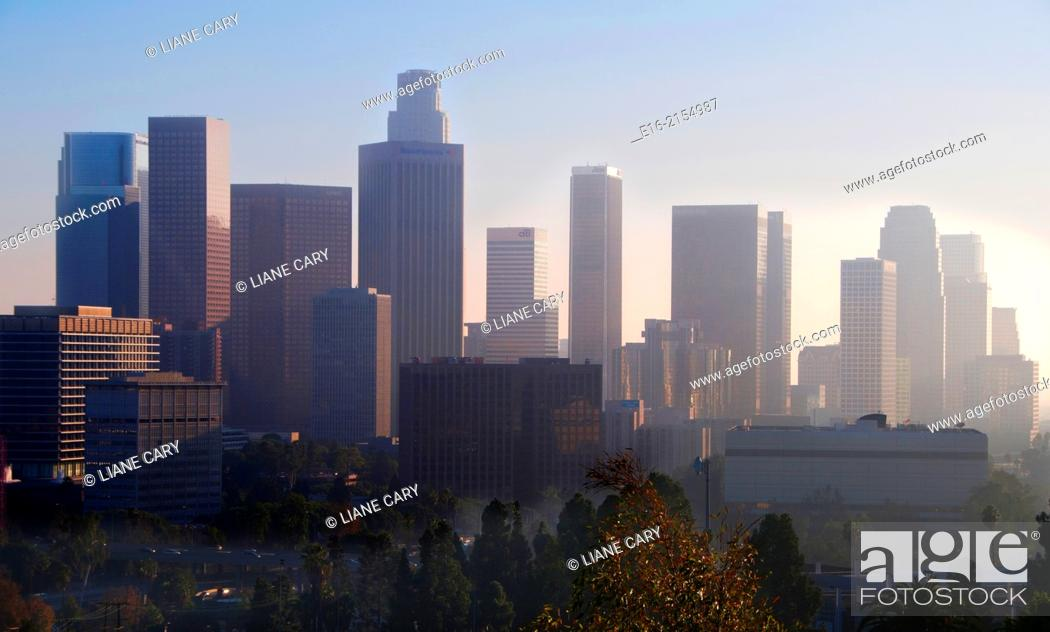 Imagen: view of downtown los Angeles in the evening.