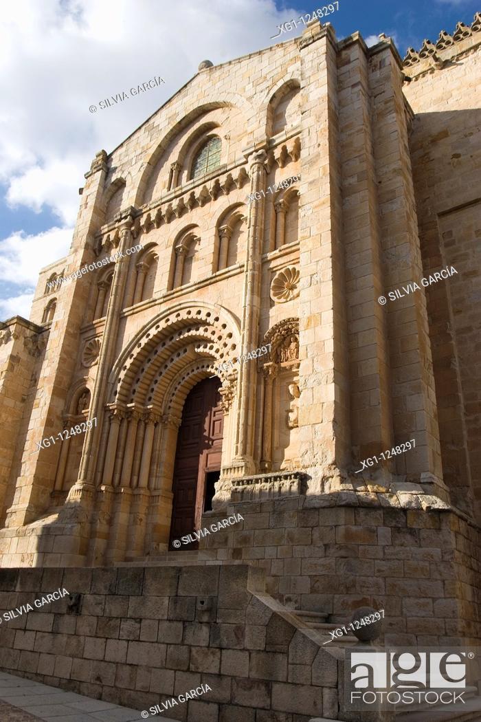 Stock Photo: Bishop Door, Savior Cathedral, Zamora, Castilla y Leon, Spain.