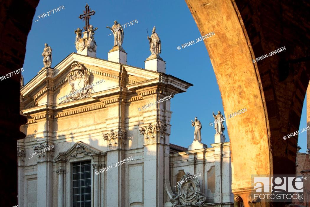 Stock Photo: Evening sunlight on Duomo Cathedral of San Pietro, Mantova (Mantua) Lombardy, Italy.