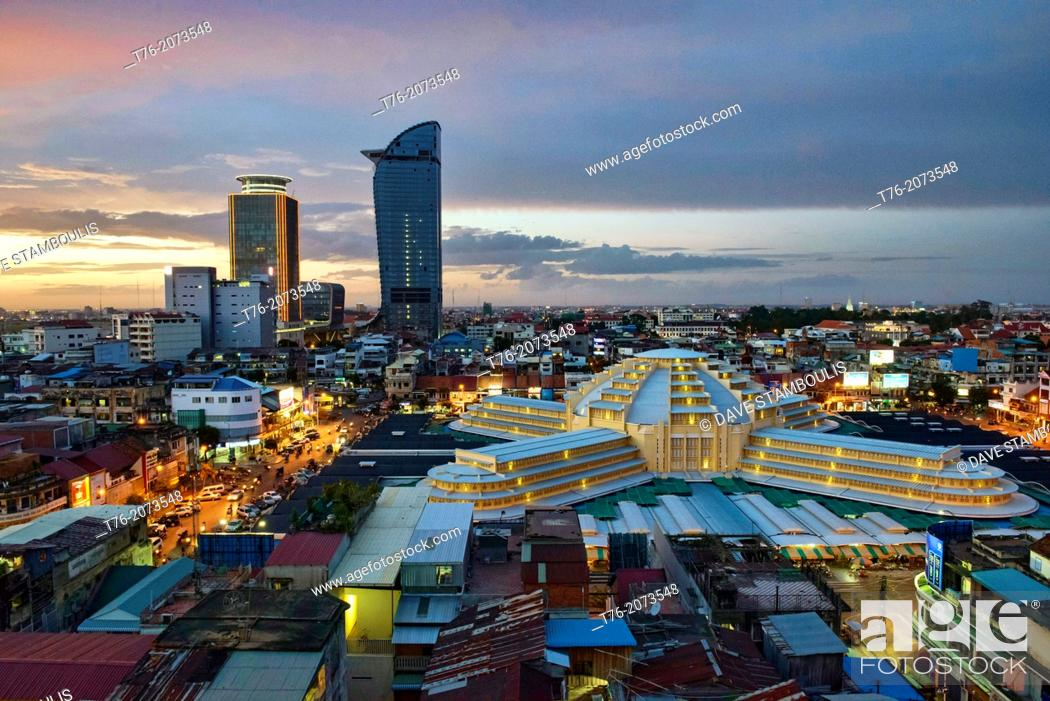 Imagen: aerial view of the Art Deco Psar Thmei Central Market, Phnom Penh Tower, and city skyline, Phnom Penh, Cambodia.